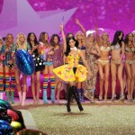 Katy Perry e Victoria's Secret Angels al Fashion Show - Photo by Theo Wargo-Getty Images