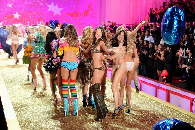 Victoria's Secret Angels al Fashion Show - Photo by Theo Wargo-Getty Images