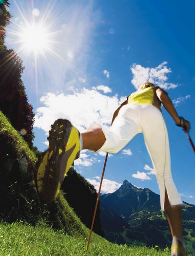 NordicWalking: non guardare, cammina!!! Source: Internet